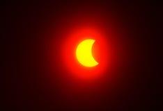 Partisk sol- förmörkelse 20 03 2015 St Petersburg Fotografering för Bildbyråer