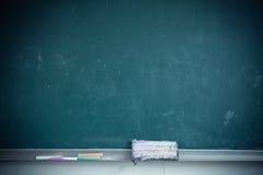 Partiskt slut för klassrumsvart tavla royaltyfria bilder