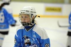 Partita del hockey su ghiaccio delle ragazze Immagini Stock Libere da Diritti