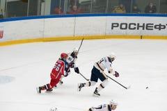 Partita dell'hockey nel palazzo del ghiaccio di Vityaz Fotografia Stock