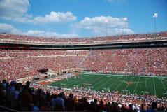 Partita di football americano dell'istituto universitario delle mucche texane del Texas immagine stock libera da diritti