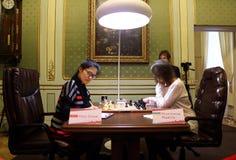 Partita Mariya Muzychuk di campionato di scacchi del mondo delle donne di FIDE contro Hou Yifan immagine stock libera da diritti