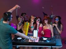 Partito con gli amici ed il DJ Immagini Stock Libere da Diritti