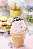 Partito dei bambini: cono gelato rosa Fotografie Stock