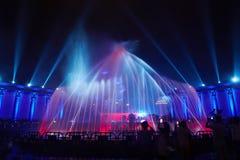 Partito del club di manifestazione di illuminazione della fontana di musica immagine stock