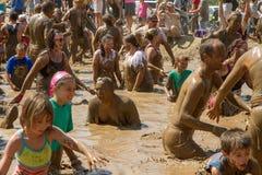Partito del gruppo nel pozzo del fango Fotografia Stock