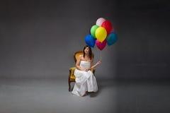 Partito della sposa con il pallone a disposizione fotografia stock libera da diritti