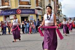 Partito di anniversario per l'unità educativa in Otavalo, Ecuador immagini stock
