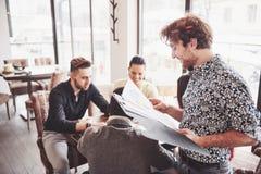 Partito di evento di celebrazione del caffè di affari della pausa caffè Concetto di 'brainstorming' di lavoro di squadra fotografia stock