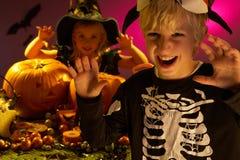 Partito di Halloween con i bambini Immagini Stock Libere da Diritti