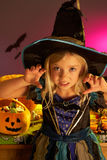 Partito di Halloween con un costume da portare del bambino Fotografia Stock