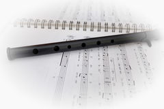 Partitura y flauta Foto de archivo