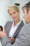 Partners die aantallen ruilen Stock Foto