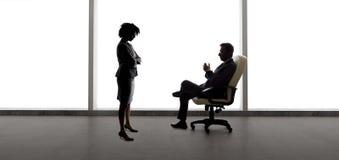 Partners die Businessplan voor Startbedrijf maken royalty-vrije stock afbeelding
