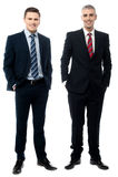 Partners die over wit stellen royalty-vrije stock afbeelding