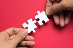 Free Partnership Concept With Hands Putting Puzzle Pieces Together Royalty Free Stock Images - 146250539