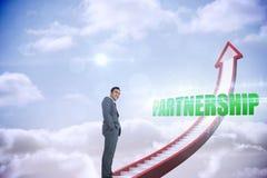 Partnerskap mot den röda trappapilen som pekar upp mot himmel Arkivfoton