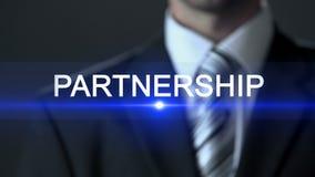 Partnerstwo, biznesmen jest ubranym kostiumu macania ekran, firma współpraca zbiory
