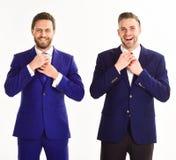 Partnery biznesowi korygują krawaty rękami Biznesmeni przygotowywa o Obrazy Royalty Free