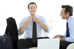 Partnery biznesowi pracuje na laptopie Fotografia Stock