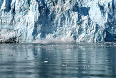 Parto del ghiacciaio dell'acqua di marea di Hubbard, Alaska Immagine Stock Libera da Diritti