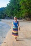 Partons marcher sur la plage Image libre de droits