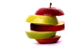 Parts d'Apple en rouge et le vert Image stock