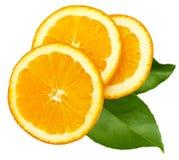 Parts d'orange avec les lames vertes Image stock