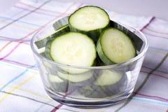 Parts de concombre image stock