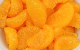 Parts de mandarine dans le paraboloïde image stock