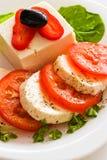 Parts de tomate et de fromage Image stock
