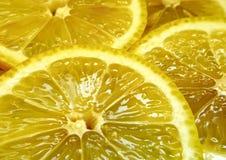 Parts juteuses de citron images stock