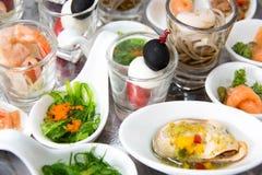 Party еда коктеиля ресторанного обслуживании на мини блюде Стоковое фото RF