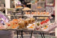 Party еда коктеиля ресторанного обслуживании на мини блюде Стоковое Изображение RF