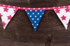 Party as bandeiras da estamenha do triângulo que penduram na corda Imagem de Stock Royalty Free