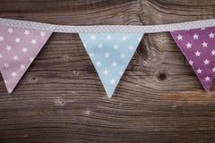 Party as bandeiras da estamenha do triângulo que penduram na corda Foto de Stock
