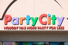 Free Party City Retail Chain Store Exterior. Nobody Has More Party For Less Slogan Of Facade. Stock Photos - 214124953