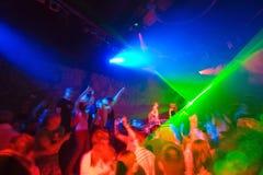 Party am Discokonzert stockfotos