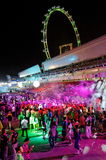 Party-Feiernder, die an Stadt lebendiges 2010 tanzen Stockbilder