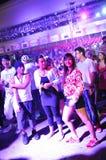 Party-Feiernder, die an Stadt lebendiges 2010 tanzen Lizenzfreies Stockbild
