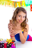 Party girl feliz com presentes que come o chocolate Fotos de Stock