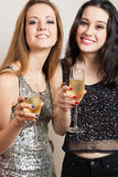 Party-Girls mit Champagner Stockfotografie
