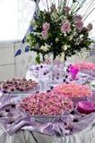 Party la comida fría y las decoraciones foto de archivo