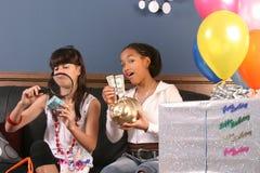 party roliga flickor för födelsedag barn Arkivfoto