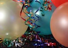 Partyballone mit Farbbändern Stockfotos