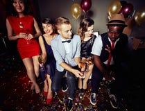 Partying am Nachtclub lizenzfreies stockfoto
