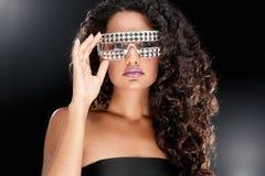 Partyjna dziewczyna w świetlicowych szkłach Obraz Royalty Free