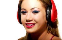 Partyjna kobieta słucha muzyka z hełmofonami Zdjęcia Stock