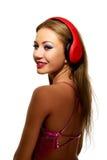 Partyjna kobieta słucha muzyka z hełmofonami Zdjęcie Royalty Free