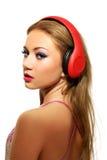 Partyjna kobieta słucha muzyka z hełmofonami Fotografia Royalty Free